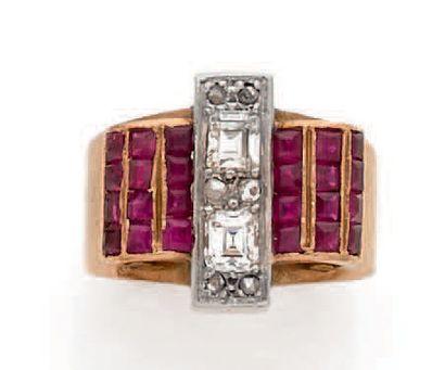 Bague en or rose 18K (750), centrée de diamants...