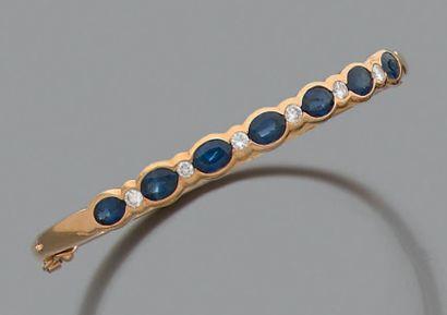 Bracelet jonc ouvrant en or 18K (750), serti...