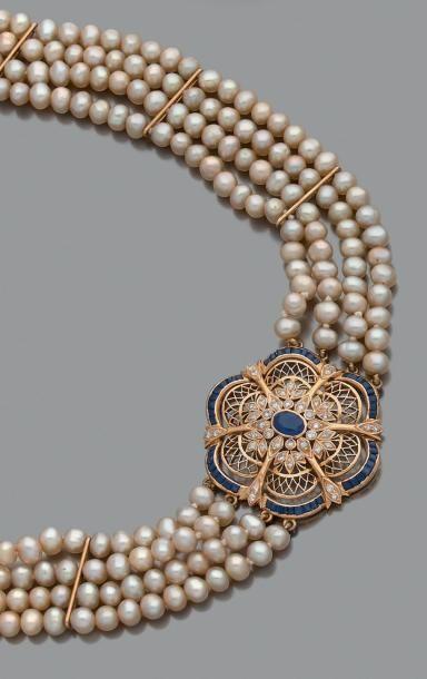 Collier de 4 rangs de perles de culture boutons...