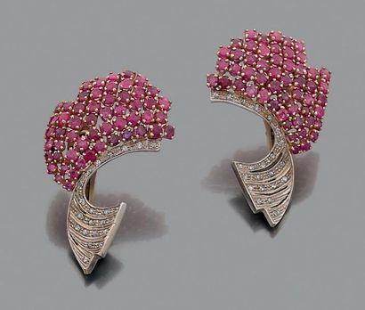 Paire de motifs d'oreilles en forme d'ailes...