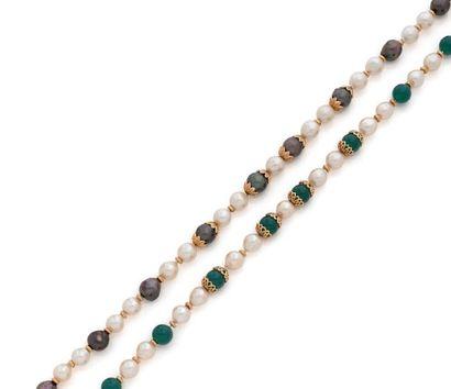Suite de deux colliers en perles de culture...