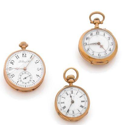 Lot composé de trois montres de col en or...