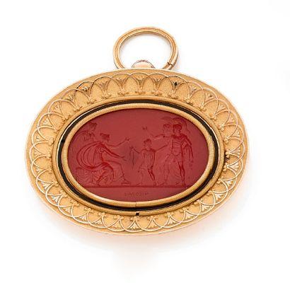Pendentif en or 18K (750) de forme ovale, orné d'une intaille sur cornaline représentant...