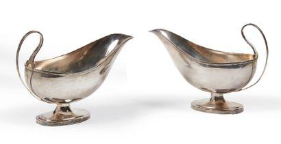 PAIRE DE SAUCIÈRES en argent de forme ovale...