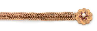 Bracelet en or 18K (750) tressé, le fermoir...