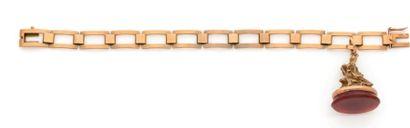 Bracelet en or 18K (750) articulé de maillons rectangulaires, retenant en pampille...