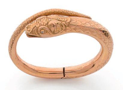 Bracelet jonc articulé en or 18K (750), l'une des extrémités sculptée en tête de...