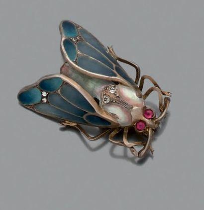 Broche en argent dessinant un insecte, le...