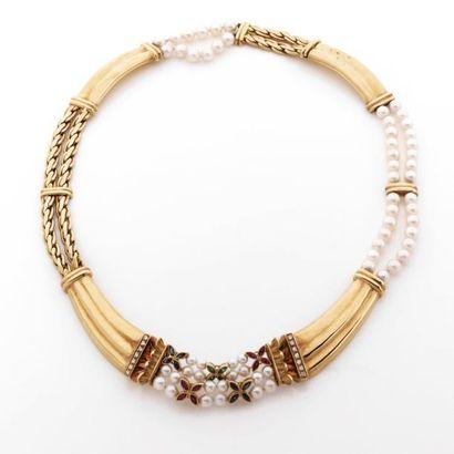 COLLIER draperie en or à décor de cornes...