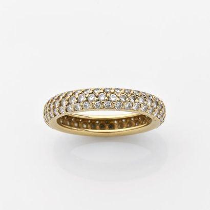ALLIANCE bombée pavée de diamants brillantés....