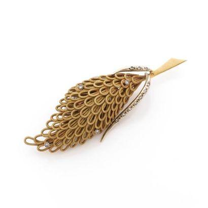 BROCHE en forme de fleur stylisée en fils...