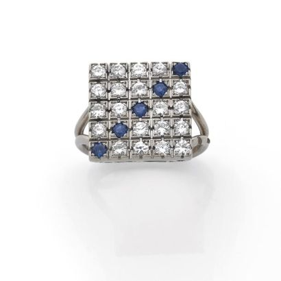 BAGUE carrée pavée de diamants brillantés...