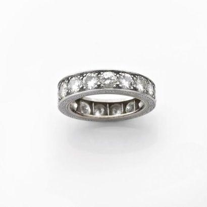 ALLIANCE américaine sertie de diamants brillantés....