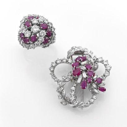 ENSEMBLE de bijoux ornés de diamants brillantés,...