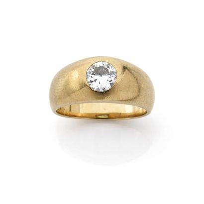 BAGUE jonc ornée d'un diamant brillanté (TA)...
