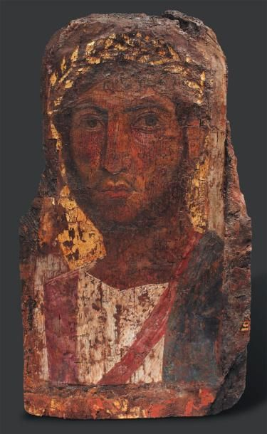 ÉGYPTE Portrait du Fayoum. Il est peint, sur fond or, du buste d'un militaire légèrement...