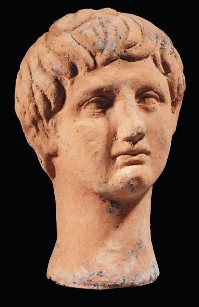 Tête votive représentant le visage d'un jeune...