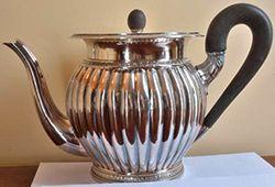 Cafetière En métal argenté, panses à côtes...