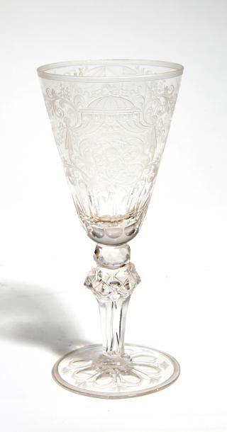 Verre De forme tronconique en verre incolore...