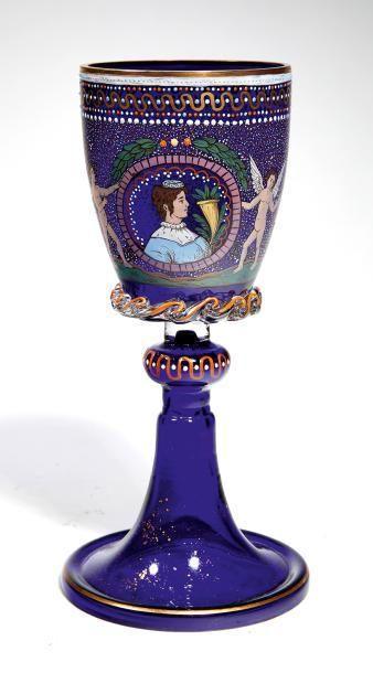 Grand verre De forme calice à long piédouche...