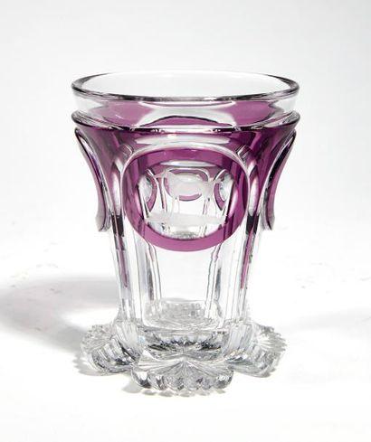 Gobelet De forme évasée en verre incolore...