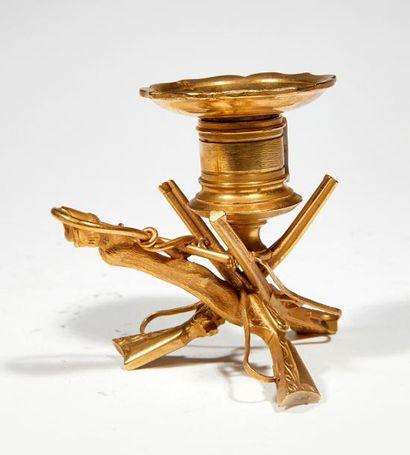 Bougeoir à main En bronze doré et ciselé...
