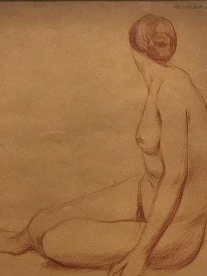 Jeune femme Sanguine signée Moreau en haut...