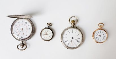 Lot composé de quatre montres de poche: -...