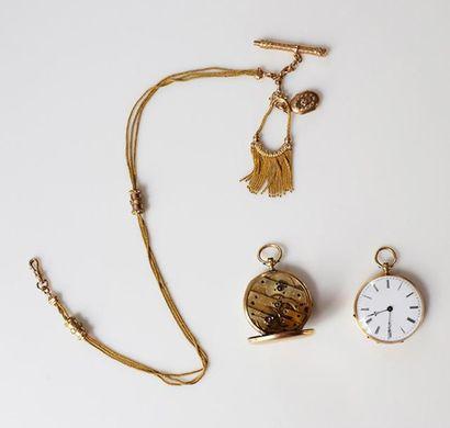 Lot composé de deux montres de col en or...