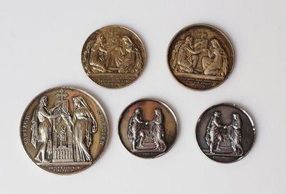 Un lot de 5 médailles chrétiennes en argent...