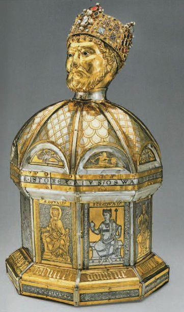 Tête de saint en or fondu et ciselé présentant un reste d'attache ou de support...