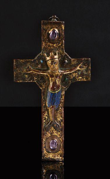 Crucifix à âme en chêne avec Christ en applique...