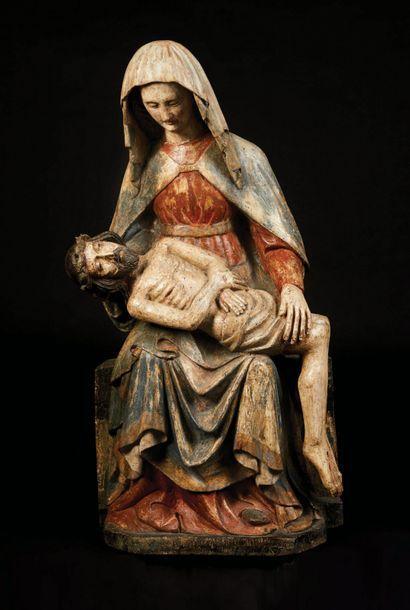 Vierge de Pitié en bois sculpté et polychromé,...