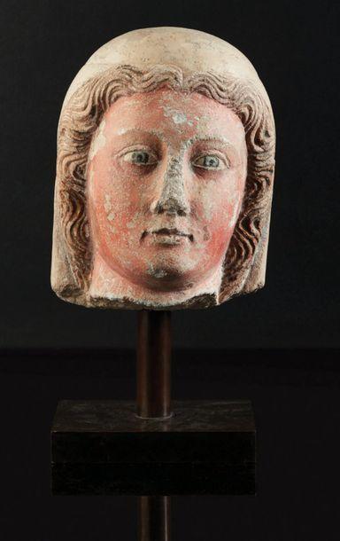Tête de Vierge en pierre calcaire sculptée,...