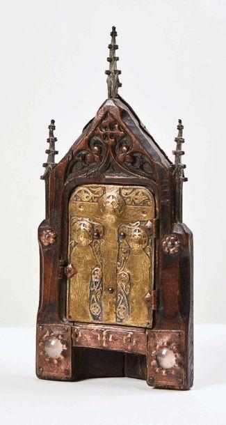 Petit tabernacle d'angle en chêne sculpté...