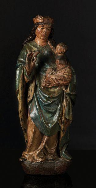 Vierge à l'Enfant en chêne sculpté en ronde-bosse...