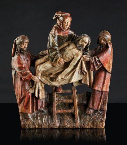 Descente de croix en chêne sculpté et polychromé, élément de retable. Aidés par...