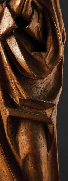 Saint Jean de Calvaire en tilleul sculpté en ronde-bosse. Debout, les mains jointes,...
