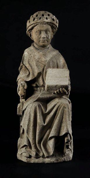 Saint Grégoire en pierre sculptée. Assis...