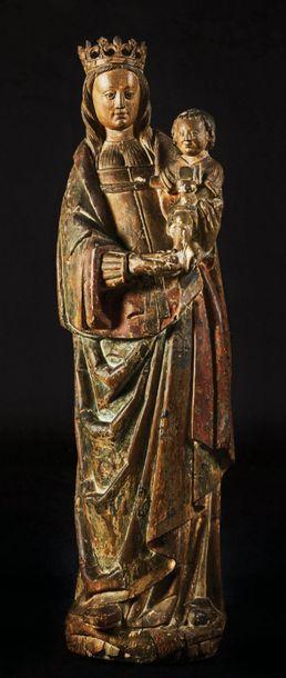 Vierge à l'Enfant en noyer sculpté et polychromé,...