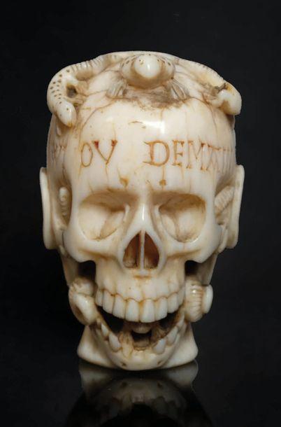 Grain de chapelet, memento mori, en ivoire...