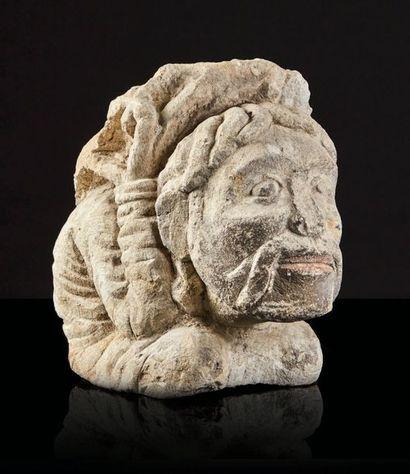 Corbeau en pierre calcaire avec restes de...