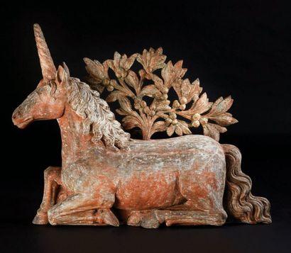 Licorne en résineux sculpté en partie en...