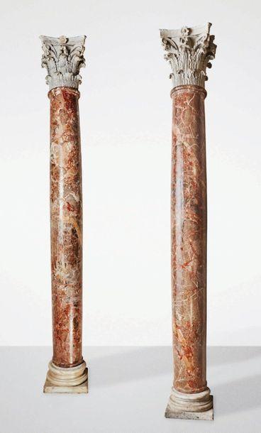 Grande paire de colonnes en marbre avec chapiteaux...