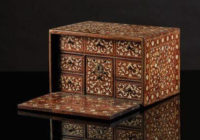 CABINET en bois exotique avec incrustations...
