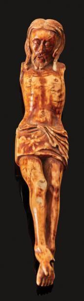 CHRIST en ivoire sculpté avec traces de décor...