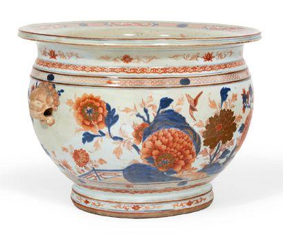 BASSIN en porcelaine à décor Imari d'oiseaux...