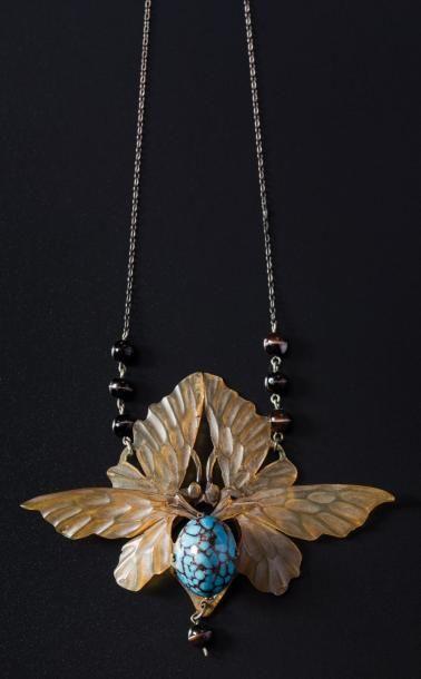 Collier en métal agrémenté de perles de verre,...