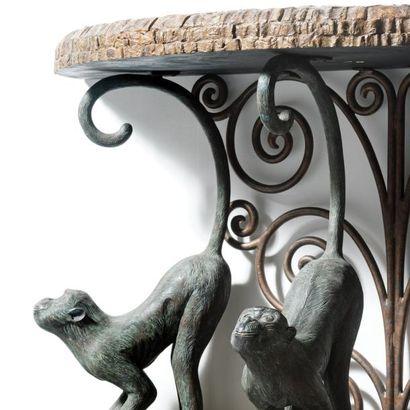 MAITLAND SMITH   États-Unis Console demie-lune aux singes Bois teinte, resine, cuivre...