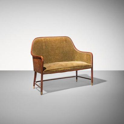 JOSEF HOFFMANN | 1870-1956 | Autriche Banquette deux places modèle «330 C» Acajou,...